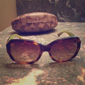 Classic Coach sunglasses 😎